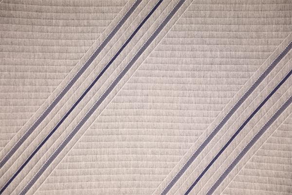 Простой синий полосатый вязаный воздушный слой
